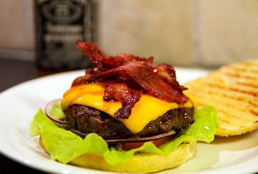 Whiskeyflamberad Jack Daniel's-hamburgare