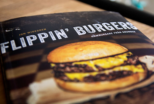 flippin_burgers_bok_1